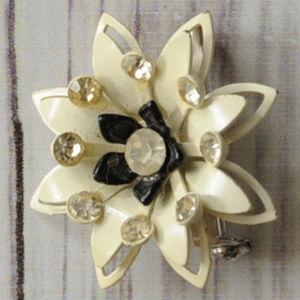 vintage rhinestone enamel flower pin brooch white